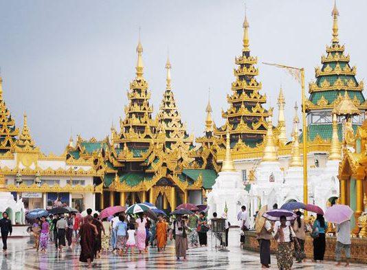 Khi đi đến đền chùa cần ăn mặc kín đáo