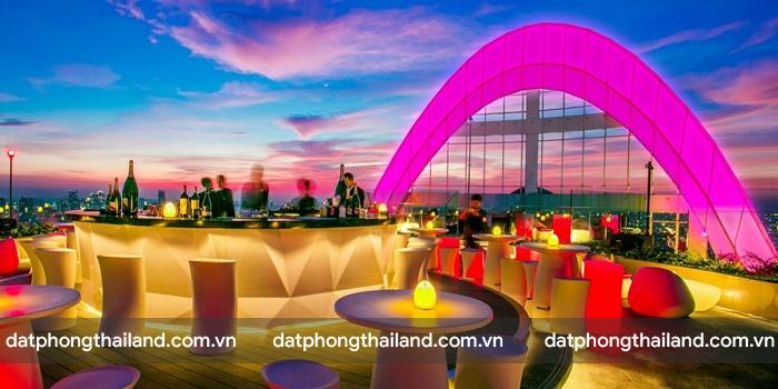 Red Sky – Centara Grand at CentralWorld nằm ở trung tâm của khu mua sắm Siam