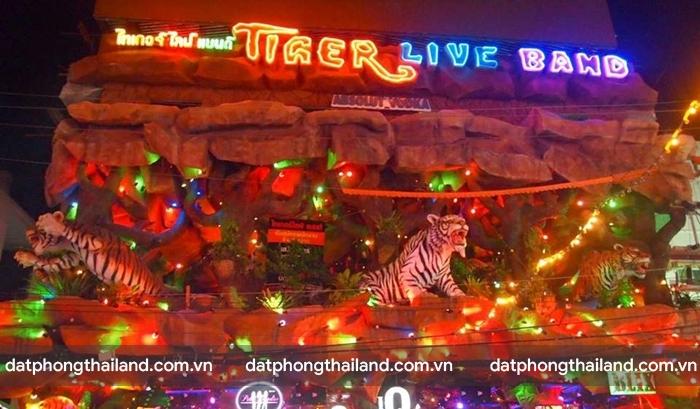 Phố đêm Soi Bangla cực kì sôi động về đêm với những bar, quán rượu